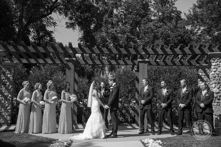 studio lb sioux falls icon lounge wedding photographer 11